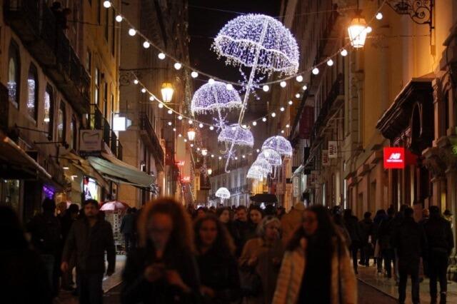 Удивительные уличные украшения к Рождеству из стальной проволоки