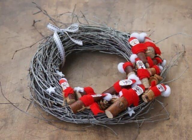 Рождественский венок из стальной проволоки